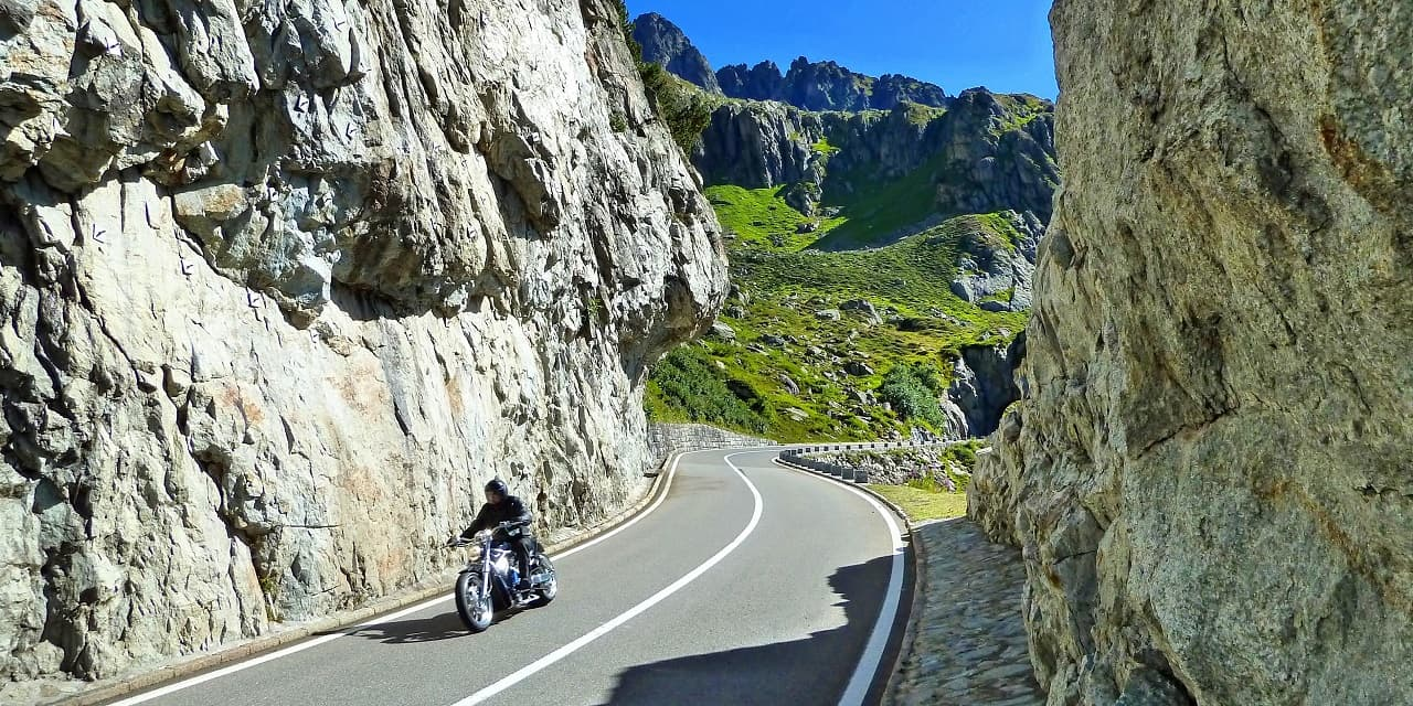 Balade à moto bien équipé