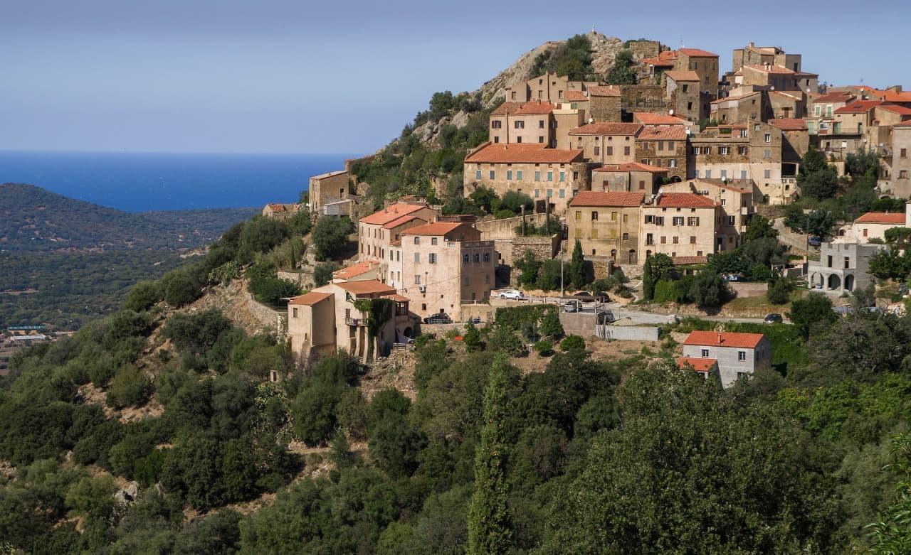 Un road trip en moto en Corse, ça vous tente?